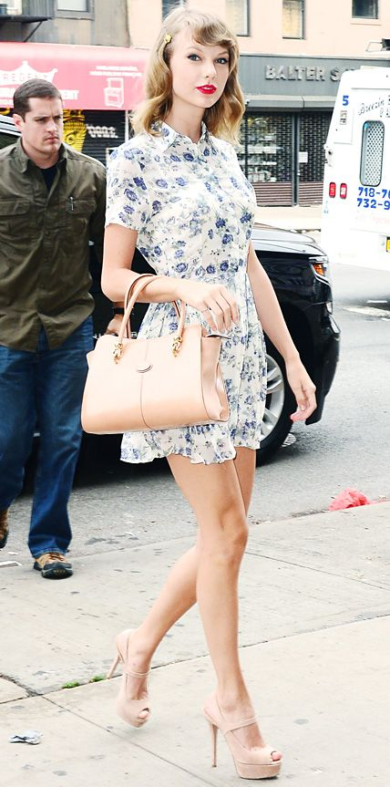 Taylor Swift stayed true to her retro-chic aesthetic with a pretty floral print button-down dress that she styled with a nude ladylike Tod's handbag, a sweet hairpin, and nude Mary Jane sling-backs.