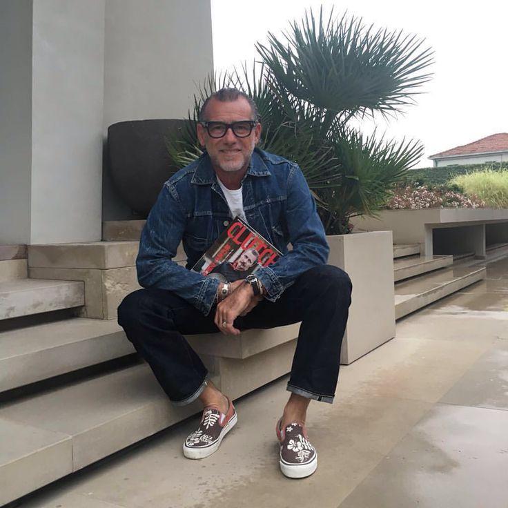 It's a nice rainy day and I'm flipping through the pages of my interview in my favourite magazine @clutchmagazinejapan... / Oggi è una bella giornata piovosa e sto sfogliando il mio magazine preferito @clutchmagazinejapan con all'interno la mia intervista.. #alessandrosquarzi #asstyle #gipsyclassic #aslive #clatchmagazine @fortela_ @vansjapan  via ✨ @padgram ✨(http://dl.padgram.com)