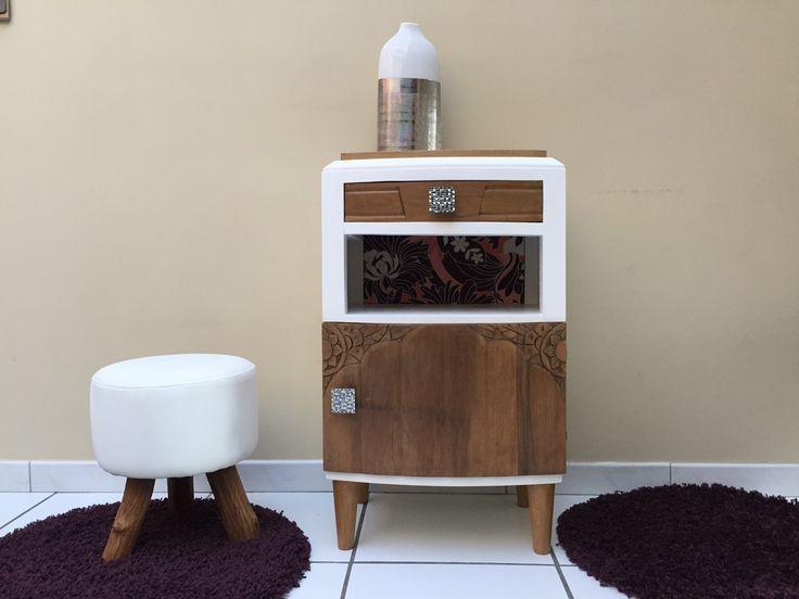 Meuble vintage pour une entr e peint blanc et vernis mat for Enlever vernis meuble