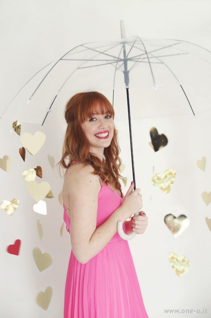 DIY Valentine - photoshoot prop heart umbrella | via www.one-o.it | #valentine #v-day #shooting #photography #idea #prop