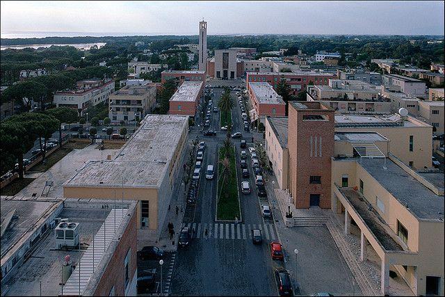 largo Giulio Cesare e chiesa dell'Annunziata, Sabaudia (LT)