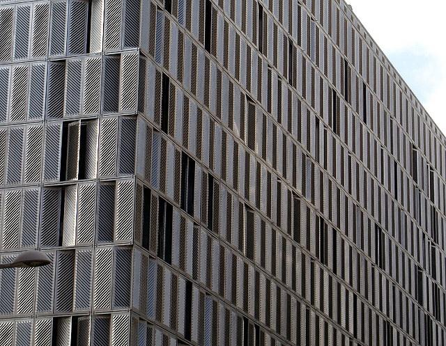 el corte ingles, arch. martinez lapena - torres arquitectos, pamplona, spanien, 2005 by m c campos, via Flickr