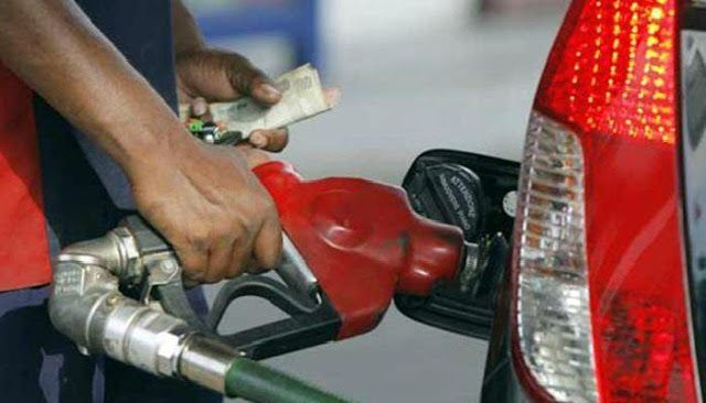 Govt announces decrease in petrol diesel prices    Federal Finance Minister Ishaq Dar announces reduction in petrol and high speed diesel prices for the upcoming month.  While a Rs 20 paise per liter of petrol cost high speed according to the finance minister has a Rs 60 per liter in the price of diesel and light diesel oil and kerosene prices have been maintained.  Petroleum product prices apply to 12 pm Wednesday night while prices of adjustment has been for a month.  Also read:  Hyundai…