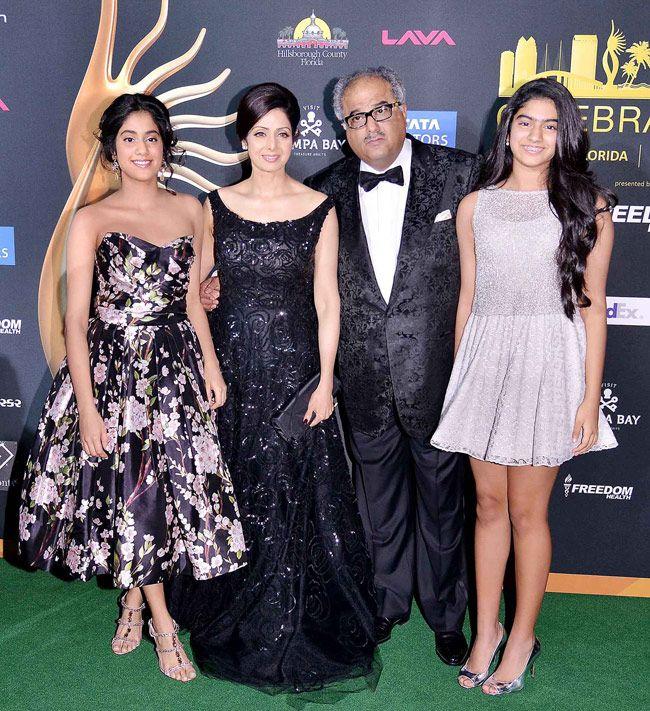 Sridevi and family pose for a family-photo at IIFA Awards 2014.