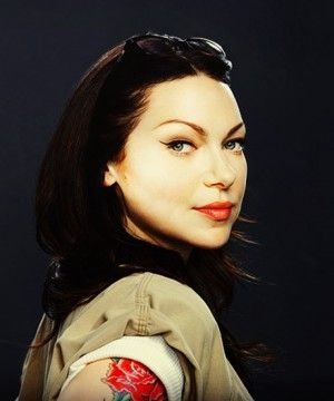 Alex (Laura Prepon) in Orange is the New Black -- I have such a girl crush on her!