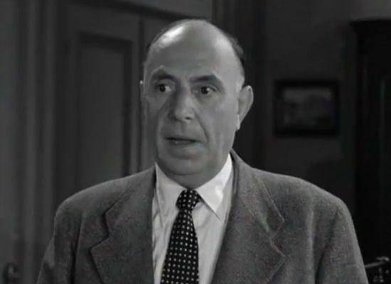 Σπουδαίος και δημοφιλής ηθοποιός του θεάτρου και του κινηματογράφου· γνωστός από το ρόλο του «μεθύστακα», με τον οποίο σχεδόν ταυτίστηκε καλλιτεχνικά.