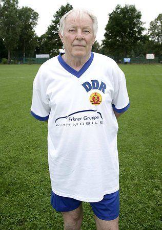 Jimmy Hoge ließ sich zu Spielen der Traditionself nie lange bitten: Hier im Bild beim Spiel der DDR Allstars gegen den BFC Dynamo (Archiv, 2011).