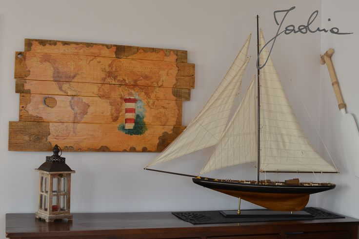 mapa świata, latarnia morska, stare palety, lighthouse on wood pallet map