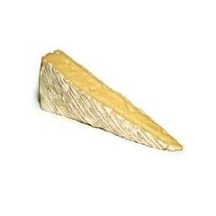 Brie de Meaux is een fantastische witschimmel uit de buurt van Parijs en wordt ook wel omschreven als de Koning der Kazen. De boeren rauwmelkse brie wordt doorgesneden en besmeerd met Italiaanse mascarpone-room, bestrooid met grof zeezout en rijk belegd met truffel.