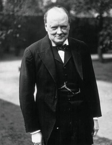 """""""Тот, кто добр, – свободен, даже если он раб. Тот, кто злобен, – раб, даже если он король.""""  Уинстон Черчиль"""