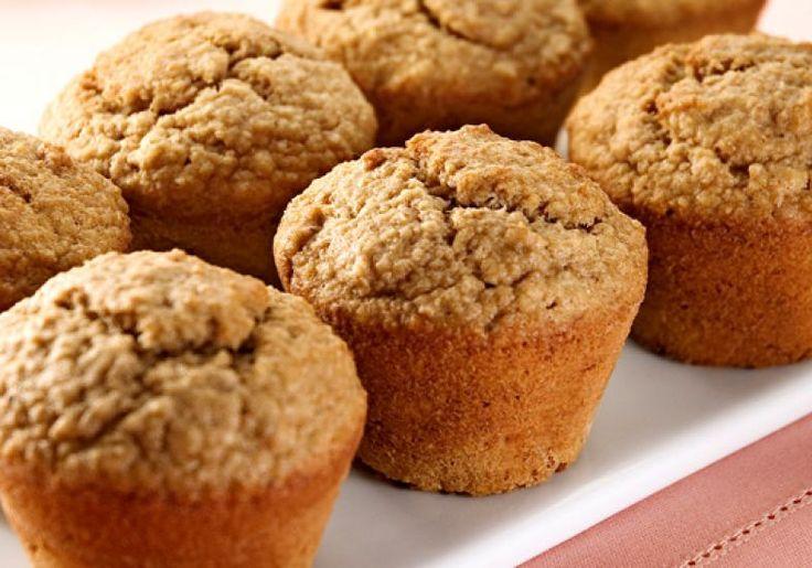 Tanto para o café da manhã quanto para um chá da tarde, o muffin light de banana e aveia é uma ótima opção.