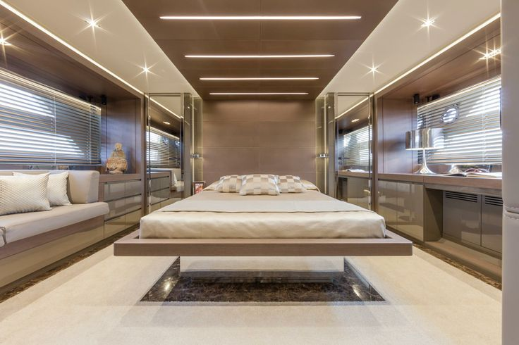 Dominator 780 Interior