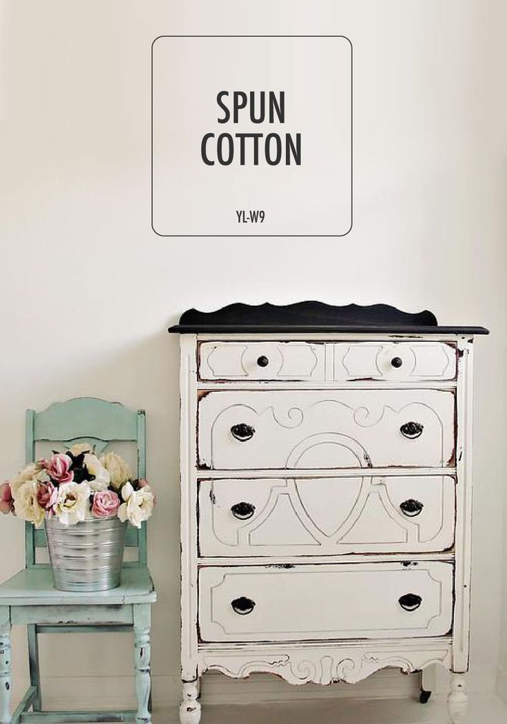 @whiteonthewalldotcom sure knows how to capture quaint country style. The mixture of Spun Cotton with distressed antiques perfectly combine old and new to create a design aesthetic that you'll want to take for your own charming home.