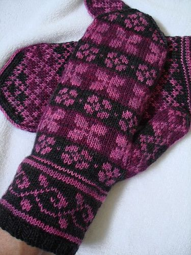 Ravelry: Lilac Mittens by Heather Desserud