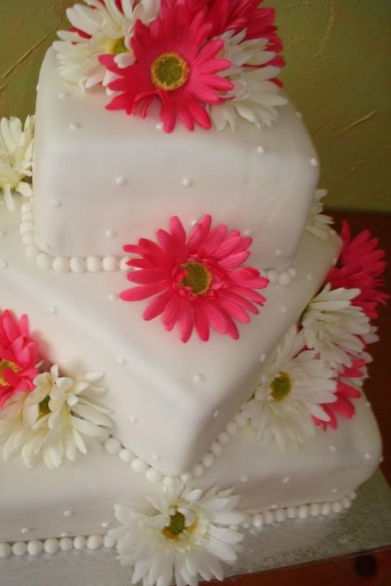 wedding cakes with daisy flowers wedding cake with gerbera flowers simple but 26017