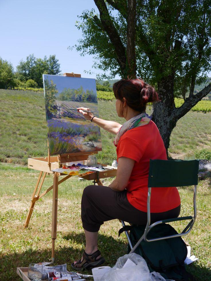 Lavendelblüte beginnt! Hier sitze ich in der Provence und bin sozusagen live dabei wo der Lavendel die Blüten öffnet...der eifrige Maler kann ja wieder nicht abwarten...  :)  Meine Bilder seht ihr unter: www.ute-herrmann-kunstmalerin.de #provence #lavender #fineart
