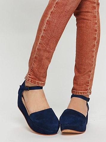 LOVE these shoes!!!: Colors Combos, Daphne Platform, Colors Jeans, Blue Suede Shoes, Colors Combinations, Blue Shoes, Free People, Platform Shoes, Blue Su Shoes