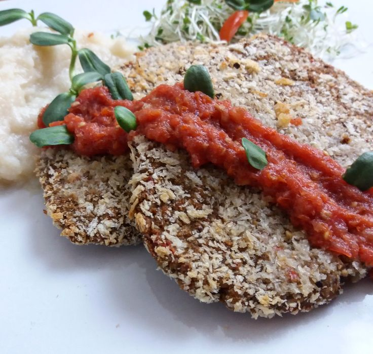 "Y para cenar? ""Milanesa"" empanizada horneada con pure de #coliflor y #Germinados elaborada con #Granos y #Legumbres una versión nutritiva #SinAceite #ChefPlantivoro #SaboresVeganos #Comida #Sano #Saludable #Nutritivo #AlimentacionBasadaEnPlantas #Vegano #WhatChefsEat #OilFree #Legumes #Grains #Cauliflower #Sprouts #HealthyFood #PlantBased #Vegan #Food #FoodPorn #Plants #PlantPower"