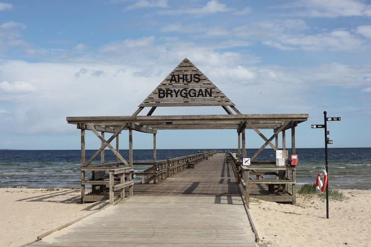 Åhus i Sverige. Lugnt och avkopplande. Fina sandstränder. Du kan köra hit från Kristianstad på 15 minuter med en hyrbil från Sixt.