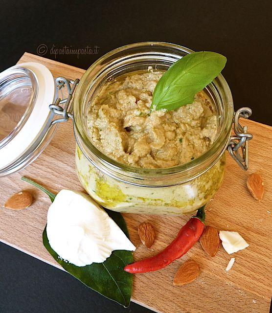 Ricetta della tradizione siciliana... Pesto di melanzane e mandorle