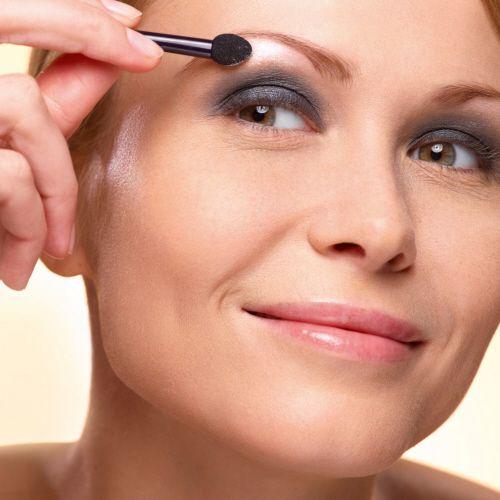 4. Apply the light color below your eyebrow. #makeuptips #yvesrocher