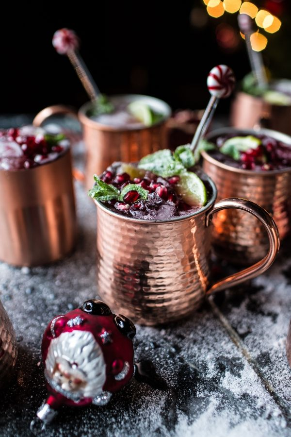 These pomegranate and peppermint moscow mules seem like a great alternative to traditional holiday drinks. Can't wait to give it a try!