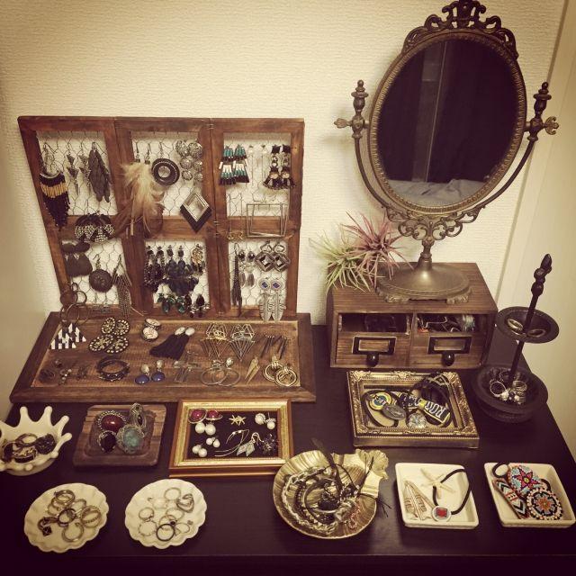 azskさんの、アンティーク,鏡,セリア,DIY,アクセサリー,ピアススタンド,ベッド周り,のお部屋写真