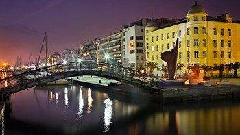 """Βόλος: Τζιπ με δύο επιβάτες έπεσε στο λιμάνι δίπλα στο επιβατηγό """"Πρωτεύς""""   Παρολίγον τραγωδία το βράδυ στο λιμάνι του Βόλου όταν ένα τζιπ στο οποίο επέβαινε ένα ζευγάρι έπεσε στη θάλασσα... from ΡΟΗ ΕΙΔΗΣΕΩΝ enikos.gr http://ift.tt/2nXqEP5 ΡΟΗ ΕΙΔΗΣΕΩΝ enikos.gr"""