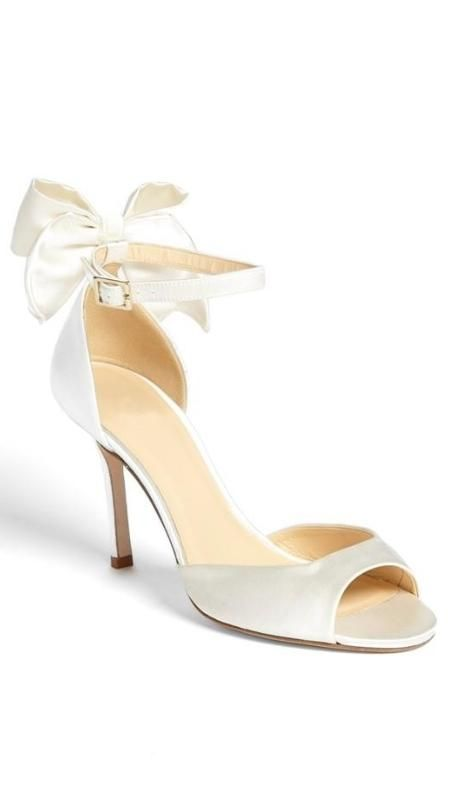 Little bow pump, perfect for the bride