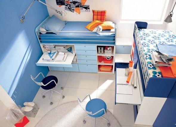 """Tu nietypowe rozwiązanie – są dwa łóżka """"piętrowe"""" ale dół jest zabudowany szafkami, szufladami i.. biurkami."""