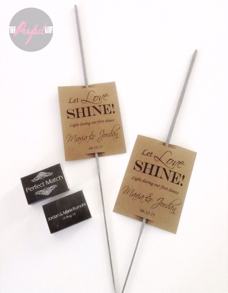 Light wedding sparklers with Custom card and Custom matches. Luces de Bengala con tarjeta personalizada para boda. By The Perfect Gift  & Decor. -- Light sparkle, luces de bengala, cerillos personalizados