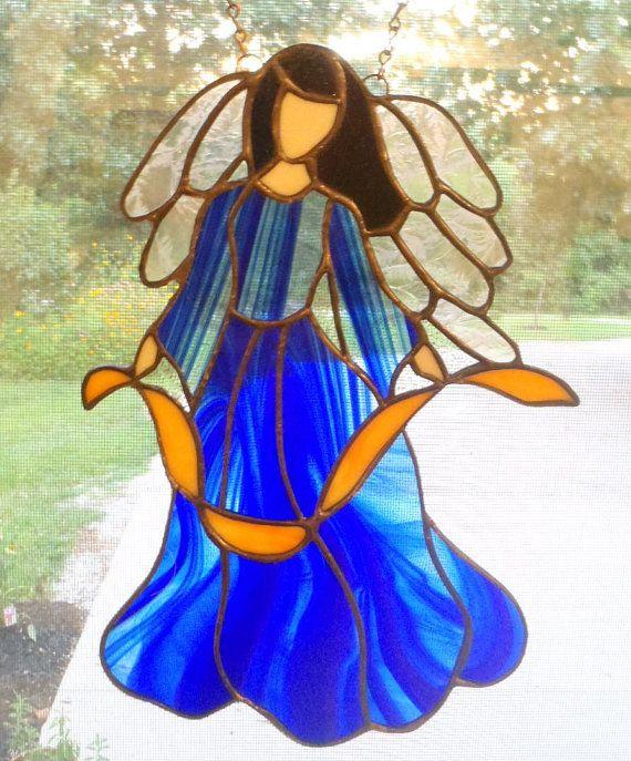 Carole Angel wurde ursprünglich für einen ganz besonderen Freund, aber jetzt, daß sie ihr eigenes, ich diese zur Verfügung gestellt haben.  Mit schwarzen Haaren, Wispy schillernden Flügeln und ein wunderschönes Kleid Kobaltblau wartet sie nur zu Hause oder im Büro zu schmücken.  Engel misst 12 Zoll x 8 Zoll breit.  Versand durch die US-Post.