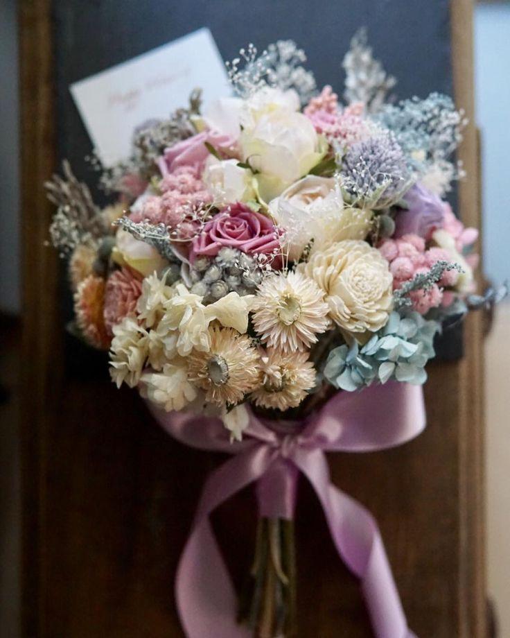 bridal bouquet  本日ご成人をお迎えの皆様 おめでとうございます  朝着付が終わられた方より 素敵なお写真が 届いています  ブーケは本日お届けの 前撮&披露宴用 ラベンダーピンクホワイトに ブルーグレーを少し   お揃いのヘッドパーツと共に お送り致しました 気に入っていただけますように         #カラードレス # #bouquet #weddingflowers #weddingbouquet #ブーケ #ウェディング #ウェディングフォト #ウェディングニュース #ナチュラルウェディング #ドライフラワーブーケ #ウェディングブーケ #ハワイウェディング #結婚式 #結婚式準備 #プレ花嫁 #日本中のプレ花嫁さんと繋がりたい #オーダーメイド #前撮り #花のある暮らし #クラッチブーケ #creemawedding #wedding #bridalbouquet #bridal #写真撮ってる人と繋がりたい #ドライフラワー #2018春婚 #weddingtrends