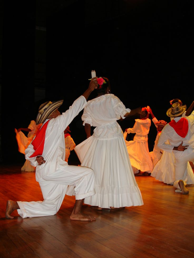 II Encuentro Semilleros de Danzas Seccionales Universidad de Antioquia Grupo Urabá:  Las Danzas o cualquiera otra expresión quinética, pictórica, musical, de oralidad popular, etc. contribuye directa e indirectamente a los procesos formativos de los-as estudiantes. Esto ha sido reconocido por la pedagogía cognitiva.