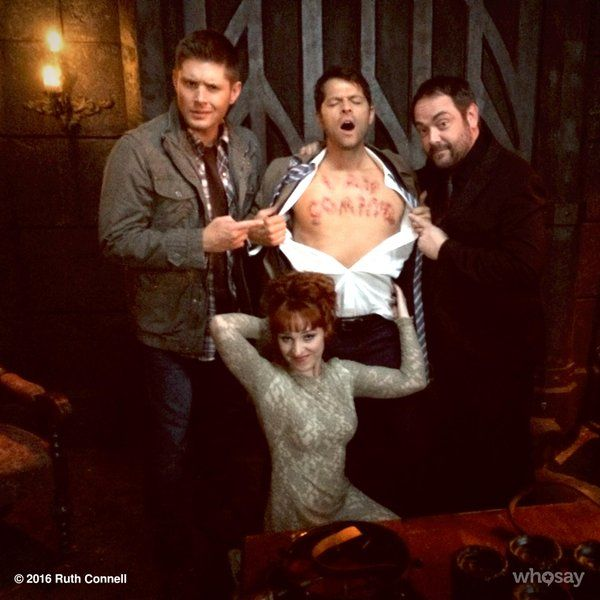 Ruth Connell ♕ @RuthieConnell You've seen the trailer I think now is a good time to share our typical workday picture @mishacollins @Mark_Sheppard