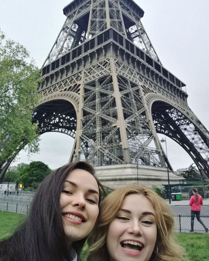 �� Our faces when we saw the Eiffel Tower �� . . . . . #eiffeltower #eiffel #green #city #water #view #nature #beauty #traveling #journey #travel #путешествие #girl #vsco #vscocam #Париж #Франция #Пасха #girls #smile #face #selfie #France #Paris #people #sky #architecture #эйфелевабашня http://unirazzi.com/ipost/1495607675592343239/?code=BTBd0HDB37H