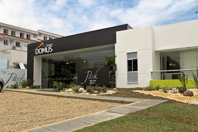 Diseño Arquitectonico: Conaring   Interiorismo: 8381    Cliente: Grupo Domus - Bucaramanga  Sala de Ventas vivienda