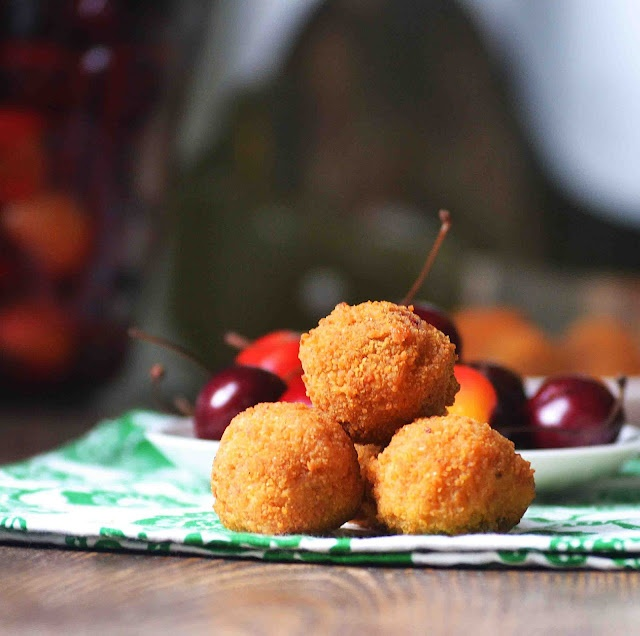 Fried Cherry Cheesecake Bites  -OXO recipe contest: Recipes Contest, Amazing Recipes, Fries Cherries, Bites Oxo, Yummy Food, Bakeahol Mother, Cherries Bites, Cherries Cheesecake Bites, Oxo Recipes