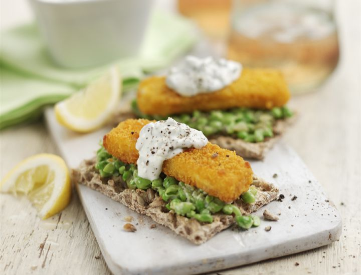 Have you tried crunchy fish finger Ryvitas with crushed peas and tartar sauce? Discover surprising Ryvita recipes – anything goes!