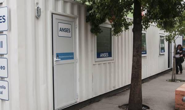 Morón presentó la primera oficina móvil de la ANSES de la Provincia
