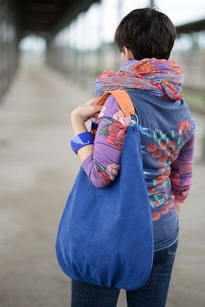 Bolsos al hombro - navy blue + O - hecho a mano por BandaBag en DaWanda...love the strap on this one