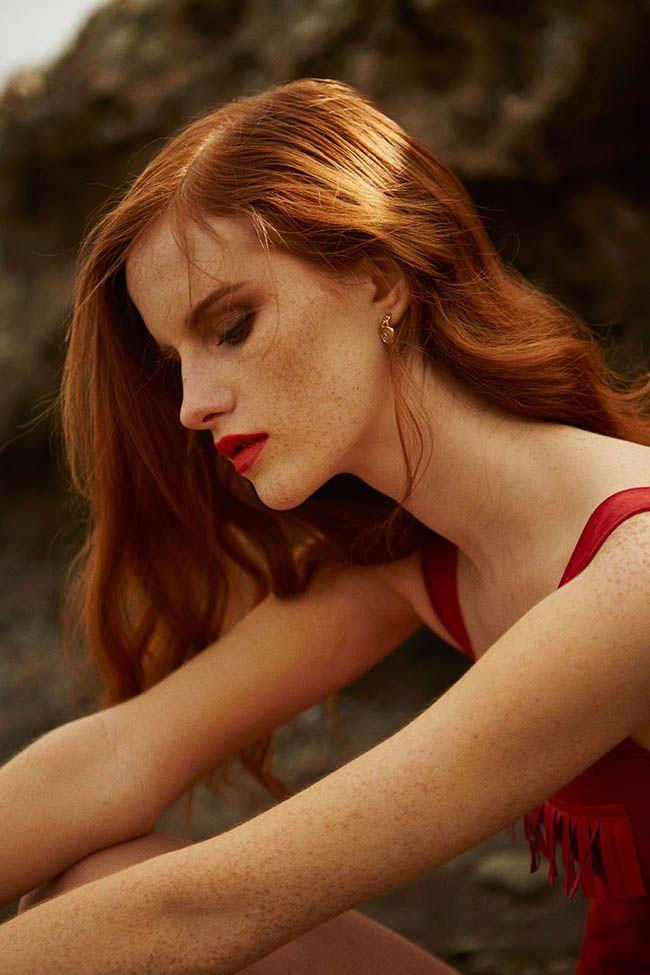 Mulheres ruivas naturais normalmente possuem sardas e pele clara que podem variar em tons de rosado, amarelado ou pálida. Veja algumas dicas de como escolher tons ideais de maquiagem para a pele de ruivas.