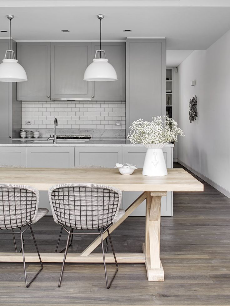 pale+grey+kitchen+white+lights+subway+tile+via+estmagazine.com.au.jpg 736×979 pixels