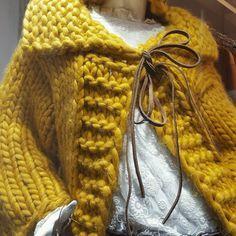 "72 Me gusta, 3 comentarios - Macosch (@macosch_official) en Instagram: ""Cardigan mostaza #hechoamano #lana #MACOSCH Pruébalo en @sasaboutiquecastelldefels !!! #chaquetas…"""