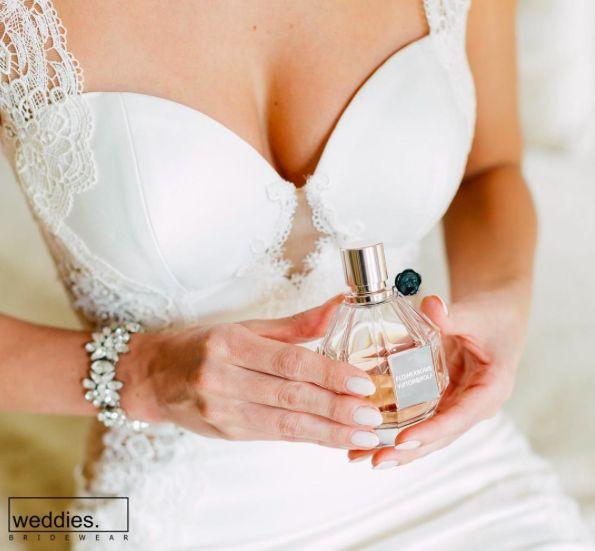 'Düğün günü için özel parfüm mü olur?' demeyin, kullandıkça o en güzel gününüzü size hatırlatıp gülümsetecek özel kokuyu bulmak için şimdiden işe koyulun!🌷 Do not think 'A special perfume for the wedding day?' and pick that unique smell that will always remind you your best day!🌷