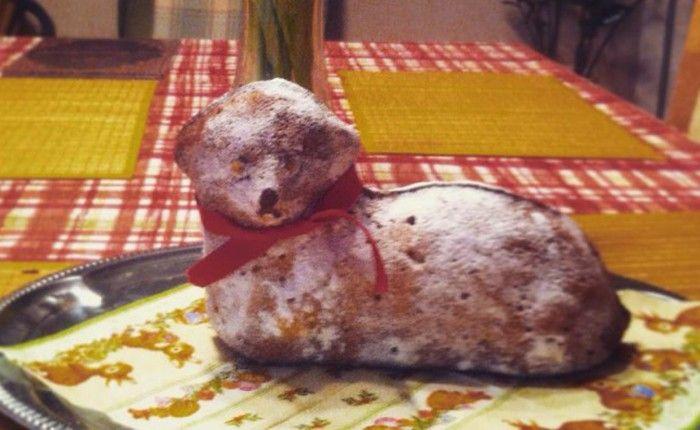 Tradiční velikonoční beránek. Těsto připravené z tvarohu s chutí citronové kůry. Autor: diduška
