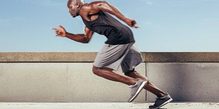 La popolarità dell'allenamento in stile High Intensity Interval Training (HIIT) è in aumento. L'HIIT è costituito da periodi brevi ad alta intensità di lavoro con periodi di recupero attivo in cui si svolgono esercizi blandi. #iafstore #sport #palestra