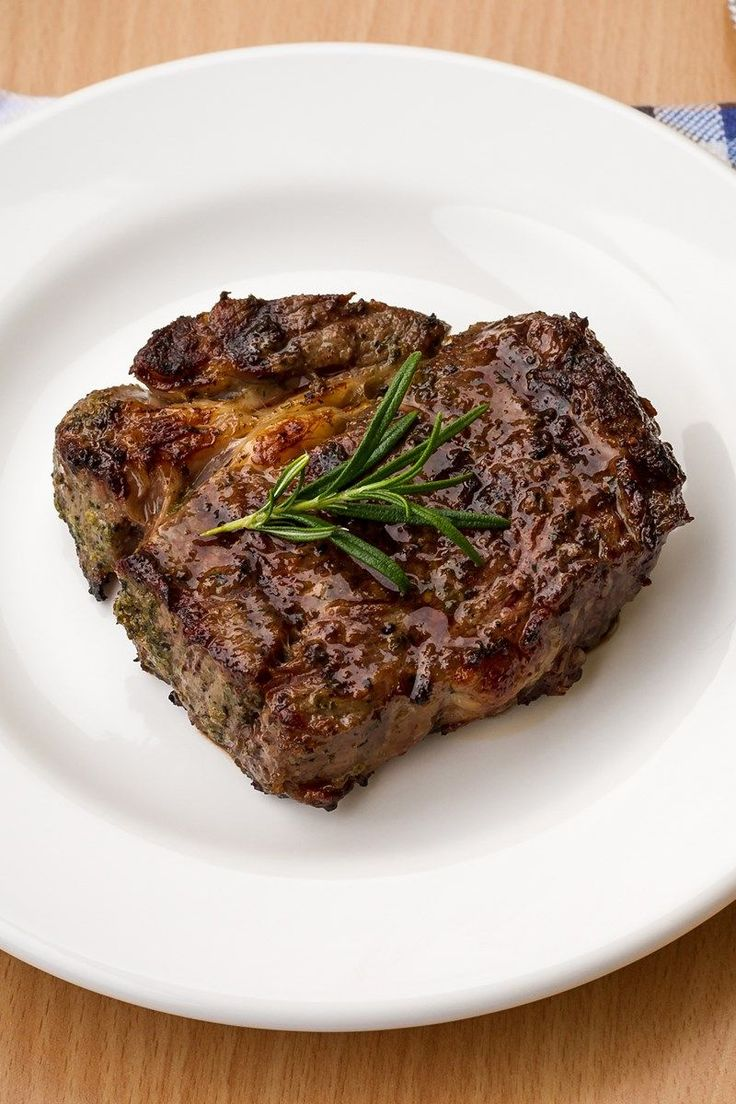 Melt in Your Mouth Garlic Marinated Steaks Recipe with Balsamic Vinegar, Soy Sauce, Garlic, Honey, Worcestershire Sauce, Onion Powder, Liquid Smoke, and Cayenne Pepper