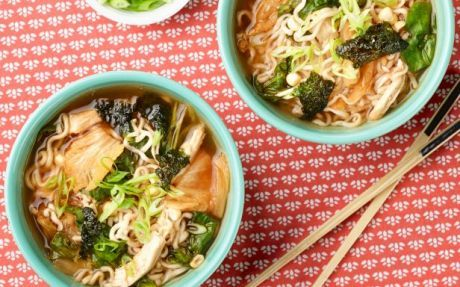 10-Minute Chicken, Corn and Kimchi Ramen Noodles Recipe by Food Network Kitchens : Food Network UK