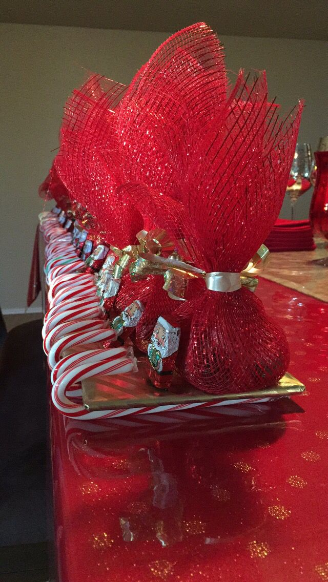 Candy sleds...great gifts for dinner guests. Write each guest or each couple's names on a sled and add gift bag filled with spiced pecans.